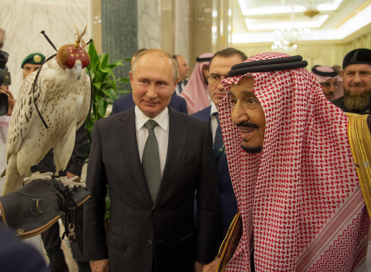 هدیه عجیب پوتین به شاه سعودی+ عکس